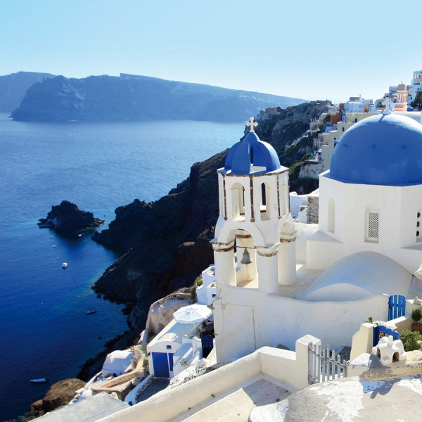 Beautiful whitewashed houses & churches in the town of Oia, on the Athens to Santorini tour package